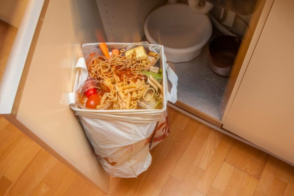 Compost pasta in your kitchen