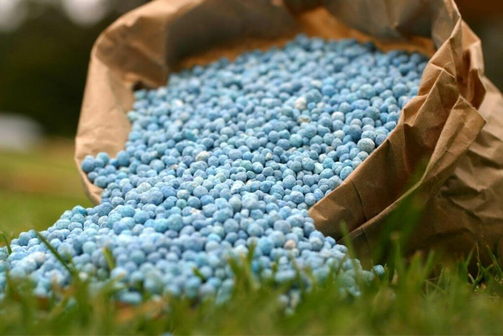Best conditions for storing fertilizer